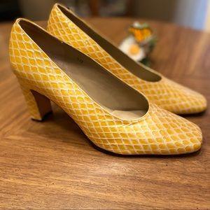 Sz 8 Vaneli yellow/gold embossed snake chunky heel